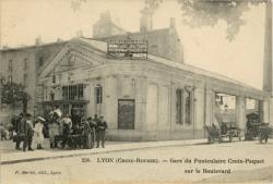 Lyon (Croix-Rousse) : Gare du Funiculaire Croix-Paquet sur le Boulevard.