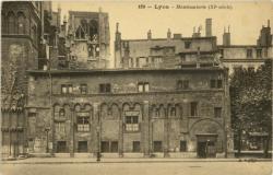 Lyon : Manécanterie (XI e siècle).