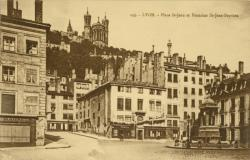 Lyon : Place St-Jean et Fontaine St-Jean-Baptiste.