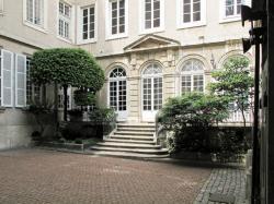 [Hôtel de Varey, 2 rue Auguste-Comte]