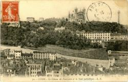 Lyon : Le Côteau de Fourvière et la Tour Métallique .
