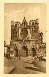 Lyon : Eglise Primatiale St-Jean ; Fontaine St-Jean-Baptiste.