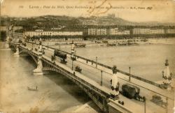 Lyon : Pont du Midi ; Quai Gailleton et Colline de Fourvière.
