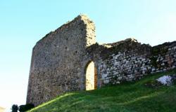 Rochefort, château du 14e siècle, porte nord