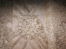 [Bibliothèque de la Part-Dieu. Accueil. Bas-reliefs sur béton de Denis Morog]