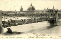 Lyon : Le Pont et l'Hôtel-Dieu.