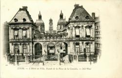 Lyon : L'Hôtel de Ville ; Façade de la Place de la Comédie.