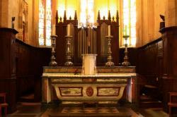 [Saint-Symphorien-sur-Coise, Eglise Collégiale, choeur et autel]