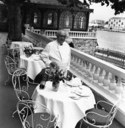 """[Restaurant """"La Mère Guy"""" (Roger Roucou, gérant)]"""