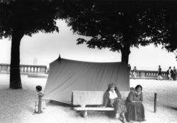[Réfugiés roumains sur l'Esplanade de Fourvière]