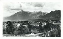 La Roche-sur-Foron (Haute-Savoie) : Montagne d'Andey (1.879 m.) et Pic de Jalouvre (2.408 m.).