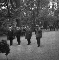 Dépots de gerbes aux monuments aux morts au Parc de la Tête-d'Or