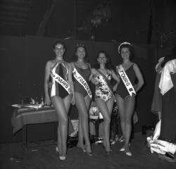 [Miss Bordeaux, miss Paris, miss France et miss Tours]