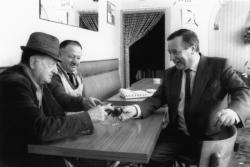 [Elections municipales de 1989 (1er tour) : Gabriel Caillet dans l'attente des résultats]