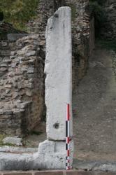 Pied droit ouest de l'entrée axiale