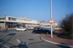 [Aéroport de Lyon-Bron]