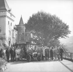 Le Musée automobile de Rochetaillé : Groupe en visite