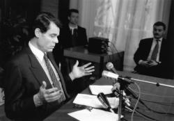 [Campagne pour les élections législatives de 1993. Conférence de presse de Michel Noir sur la candidature d'Alain Mérieux dans la 2e circonscription]