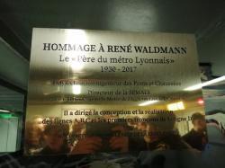 Inauguration de la plaque en hommage à René Waldmann, station de métro Croix-Rousse