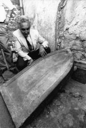 [Tombe supposée de Louis XVII au cimetière de Gleizé (Rhône)]