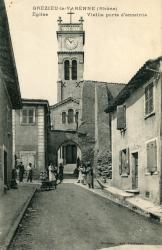 Grézieu-la-Varenne (Rhône). - Eglise. Vieille porte d'enceinte