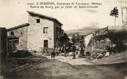 L'Aubépin. Commune de Larajasse (Rhône). - L'entrée du bourg par la route de Saint-Christôt