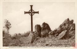 Environs de L'Aubépin. - La Croix des Séchères sur le plus haut sommet de la région, à 950 m d'alt.