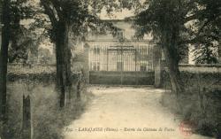 Larajasse (Rhône). - Entrée du Château de Varax