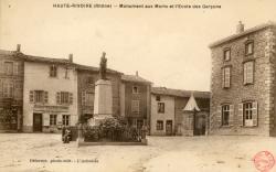 Haute-Rivoire (Rhône). - Monument aux Morts et l'Ecole des Garçons