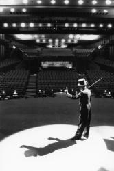 """[Théâtre du Huitième. """"Cabaret"""", de Jérôme Savary]"""