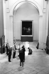 """[Musée des Beaux-Arts de Lyon. Visite des mécènes lors du montage de l'exposition """"Triomphe et mort des héros""""]"""