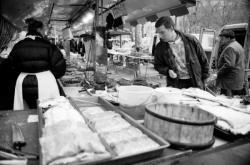 [Au marché de La Croix-Rousse avec Philippe Jousse, chef chez Alain Chapel]