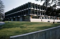[Centre administratif de la B.N.P. à Ecully (Rhône)]