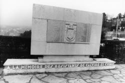 [Monument à la mémoire des Résistants de Caluire-et-Cuire]