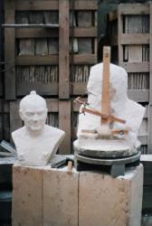 Réalisation du buste en marbre de Charles Hernu