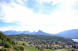 Vue du château de Menthon-Saint-Bernard, Haute-Savoie