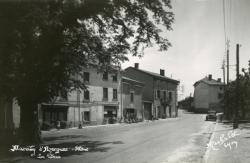 Marcilly d'Azergues (Rhône). - La Place