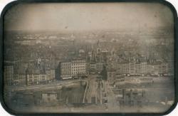 [Panorama de Lyon depuis Fourvière avec l'ancien et le nouveau pont du Change (pont de Nemours) et l'église Saint Nizier]