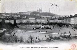 Lyon : Place Bellecour et le coteau de Fourvière
