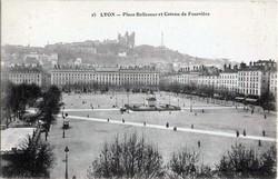 Lyon : Place Bellecour et Coteau de Fourvière