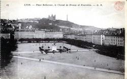 Lyon : Place Bellecour, le Cheval de Bronze et Fourvière