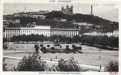 Lyon artistique : Place Bellecour et coteau de Fourvière