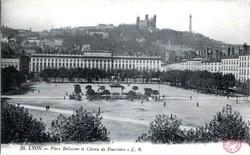 Lyon Place Bellecour et Côteau de Fourvière