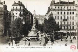 Lyon : Place de la République et Monument Carnot