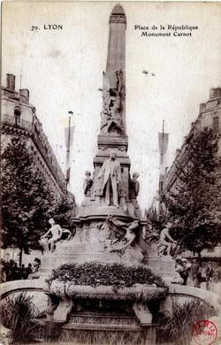 Lyon : Place de la République ; Monument Carnot