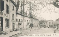 Fontaines-Saint-Martin (Rhône) : La place