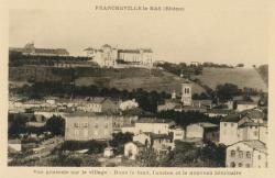 Francheville (Rhône) : Vue générale du village. Dans le fond, l'ancien et nouveau Séminaire