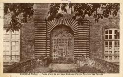 Bagnols (Rhône) : Porte d'entrée du vieux Château-Fort et Pont sur les fossés