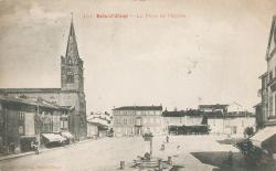 Bois d'Oingt (Rhône) : La place de l'Eglise