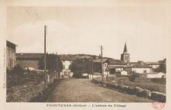 Frontenas (Rhône) : L'entrée du village